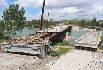 A first in Alberta: Innovative prefabricated bridge with Ductal® connections