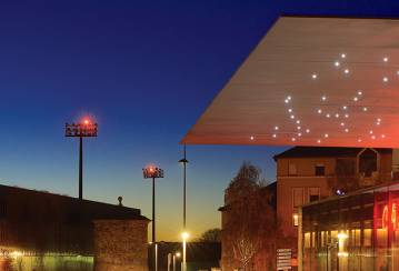 A 9.5 m canopy for a multiplex cinema in Rodez