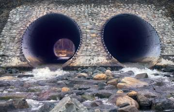 Regeneration and reinforcement of metal culvert