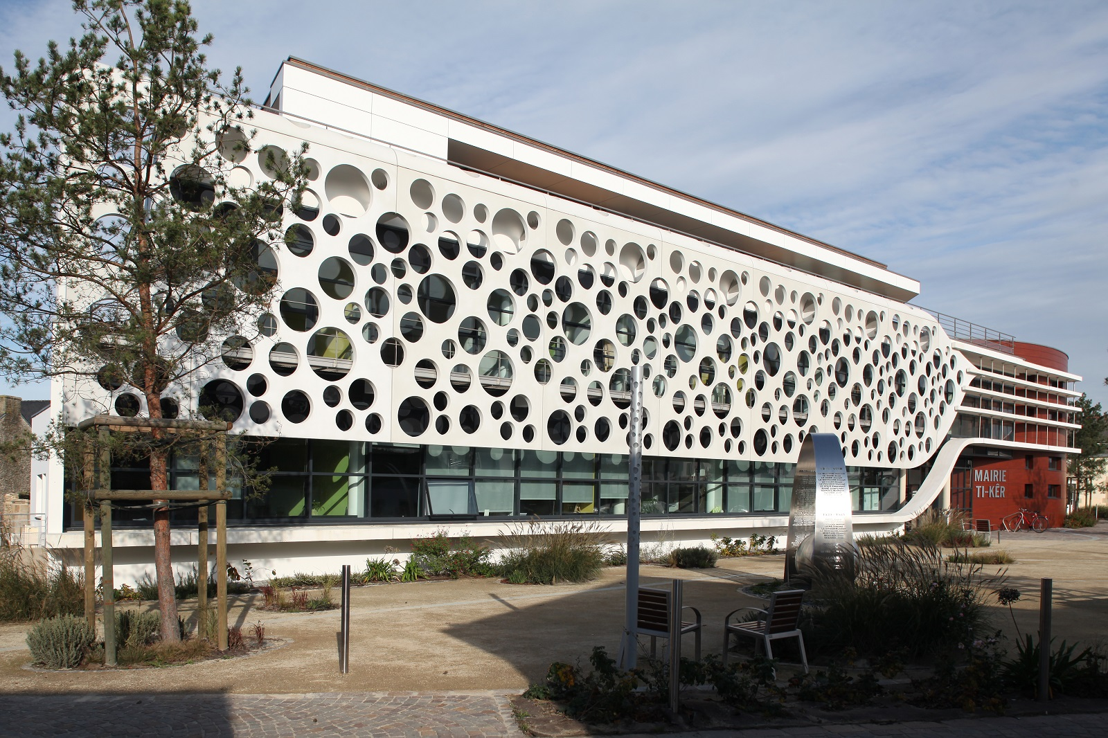 Plescop City Hall Ductal Perforated Panels-2505